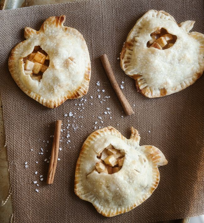 Salted Caramel Apple Mini Pies by prettyplainjanes #Pies #Apple #Salted_Caramel #Mini