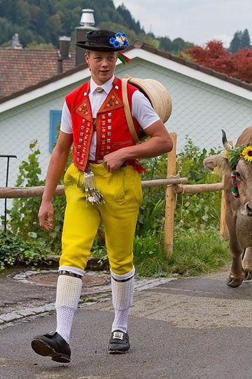 Appenzeller Senn am Viehtrieb zur Viehschau