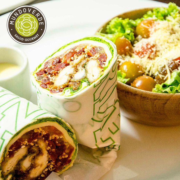Una rica opción para tus comidas decembrinas son nuestros #Wraps, acompañados con ensalada o chips. ¿Qué tal este #WrapBBQ: Pollo apanado en panko, salsa BBQ, tomate, queso mozzarella, lechuga? ¡Delicioso! #MundoVerde #NuestraCarta