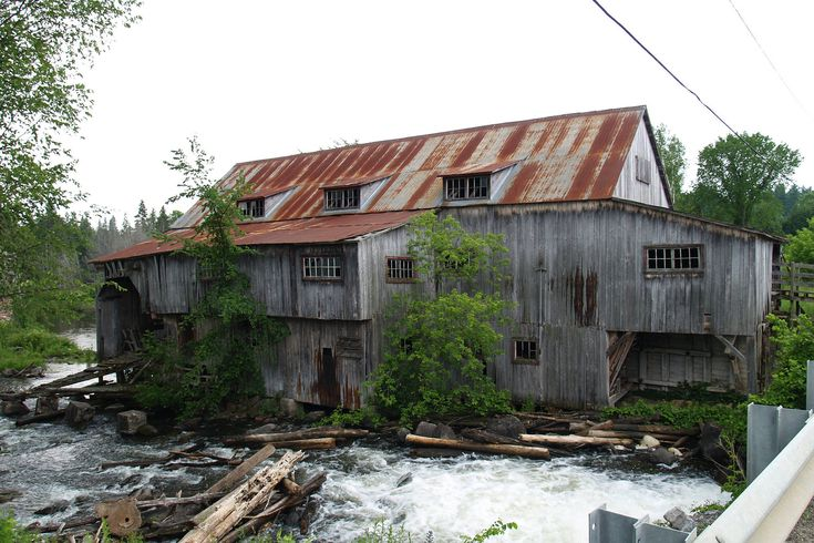 Located outside Perth on the Tay River, this small milling community reached its peak in the late 19th century before many of the original mills shut down or were sold to larger companies. What remains today (a mill, general store, and school house) are all well preserved.