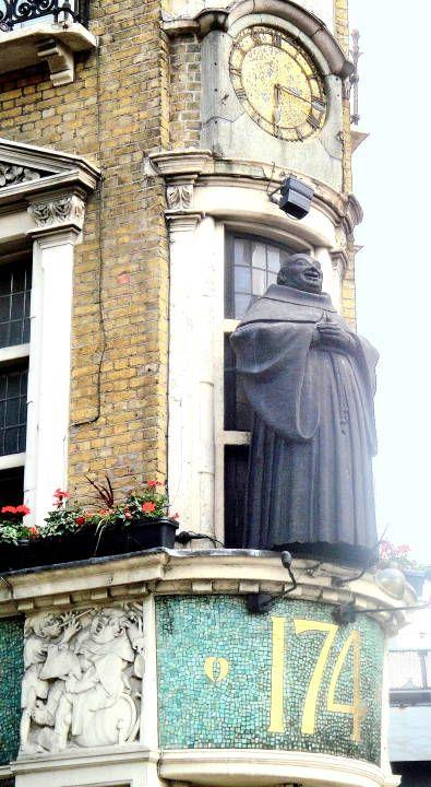 The Black Friar Pub, London http://www.nicholsonspubs.co.uk/theblackfriarblackfriarslondon/ http://www.tripadvisor.com/Restaurant_Review-g186338-d2158627-Reviews-The_Blackfriar-London_England.html