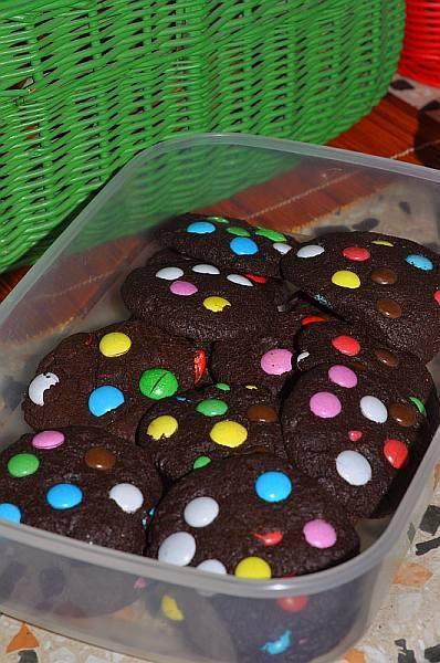 I jeszcze ciastka własnoręcznie zrobione (debiut ciastkarski!) wg przepisu : http://cookieshunter.com/ciastka/ciastka-z-mm%27s.aspx