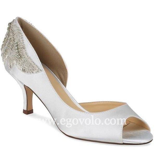 Gracias a su tacón de media altura, el zapato de novia FINERY ha sido considerado como uno de los modelos más bellos de la nueva colección de PINK 2016…y no es para menos!