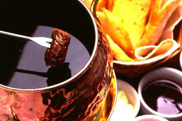 fondue receita/ fondue chocolate, nutella, queijo e carne/ fondue recipe