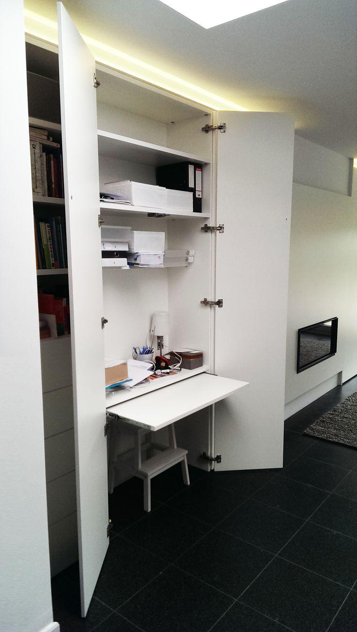 Wil je een compact bureau integreren in je living? Dat kan met een kast op maat! Je kan het