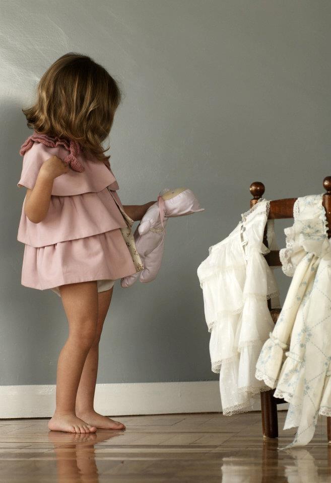 ¡Adorable! Perfecta para ir a la boda vestida por No sin Valentina #trajesdebodas #niñadeflores