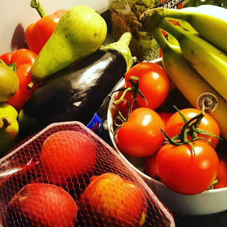 I bought a great selection of fruit and veg from the supermarket. Trying to eat my five-a-day.  #eatfresh #eathealthy #fiveaday #fruitnveg #fruitandveg #freshveg #freshfruit #instafood #instacook #instakitchen #kitchen #supermarket #healthyliving #gutesleben #tomatoes #aubergines #bananas #kiwis #peaches #pears #peppers