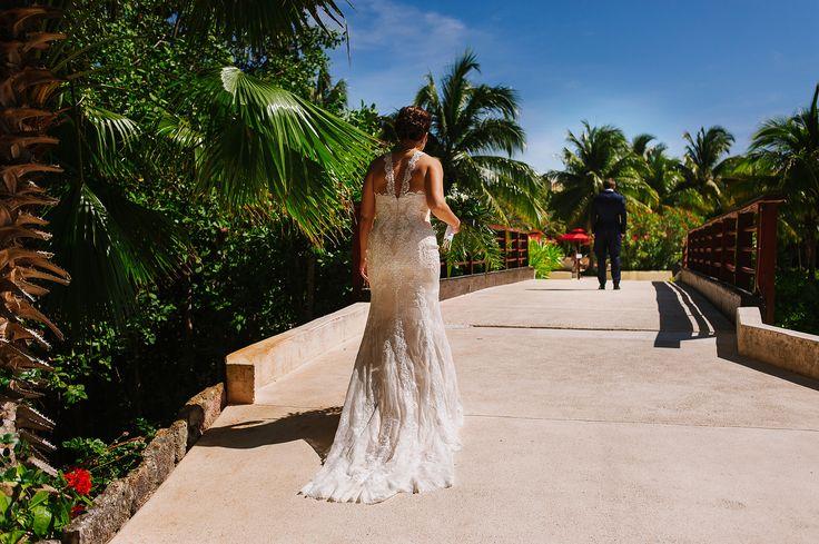 First look in Hacienda Tres RIos http://citlalliricoblog.com/riviera-maya-wedding-photographer-ceci-pablo/