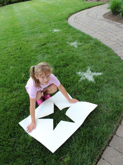 Fourth of July Crafts for Kids: Flour Lawn Stars. Cut out star stencil, sprinkle grass with water (to make the flour stick) and then sprinkle with flour.
