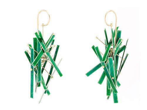 Ralph Bakker  Earrings: Earjewelsgreen 2012  Gold, silver, enamel  Photo: Michael Anhalt
