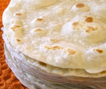 Tortillas 1kg flour, 200g vegetable shortening, 1 tablespoon salt, 2 1/2 cups of hot water. Mix all ingredients
