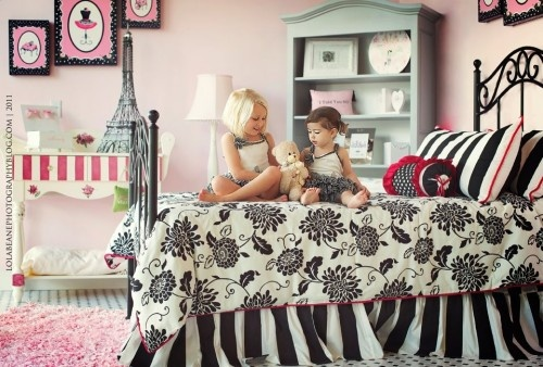 colors: Palms Beaches, Beaches Tots, Girls Bedrooms, Black And White, Paris Theme, White Girls, Bedrooms Ideas, Girls Rooms, Kids Rooms