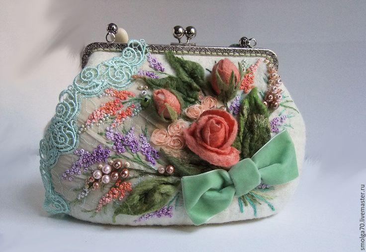 """Купить сумочка """"Мохитовая шкатулка"""" - мятный, коралловый, коралловые розы, букет…"""