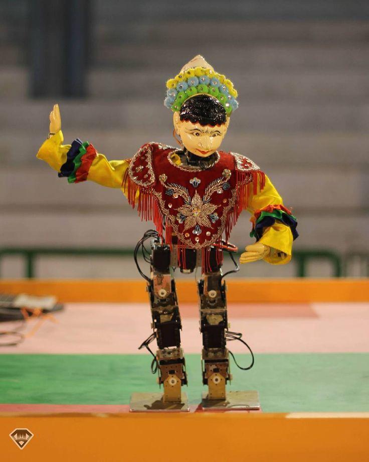seni tradisional dalam teknologi . . . . #instasunda #komporupi #performaupi #robotic #allaboutrobots #servo #arduino #seni #art #tari #tradisional #photography #toy  #toys #toyphotography #photooftheday #cestro04 by cecep.mn