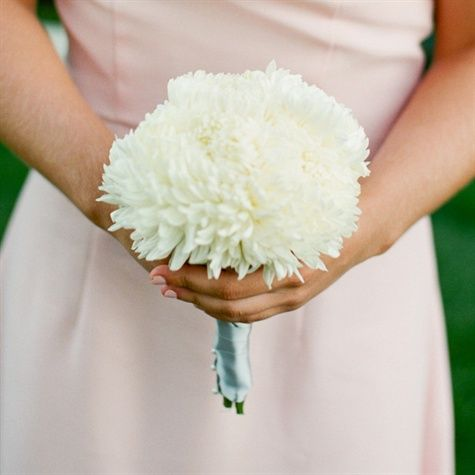 Jump on the 2014 wedding flower trend! Brides are either choosing a single flower to carry or are ordering specially made glamelia bouquets.