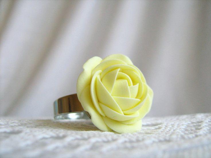 Simple+colors:+Vanilla+Cream,+prsten+Prsten+z+polymerové+hmoty+Fimo+o+průměru+cca+20+mm