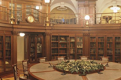 Presidential_Library,_Senate_Building,_Kremlin.jpg 500×334 Pixel