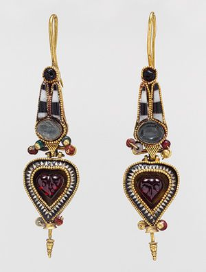 Hoop earrings with Egyptianizing crown, 3rd–2nd century B.C.  Greek  Gold with stone and glass