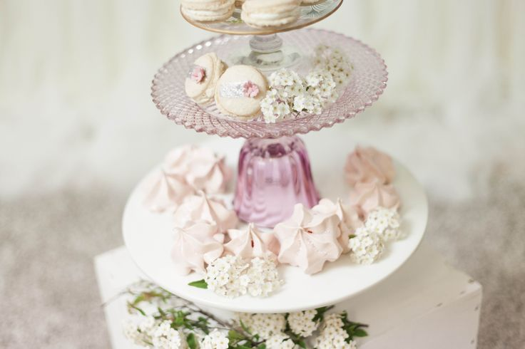 Silver dust and flower macarons - because decoration is the most important thing for the eyes!