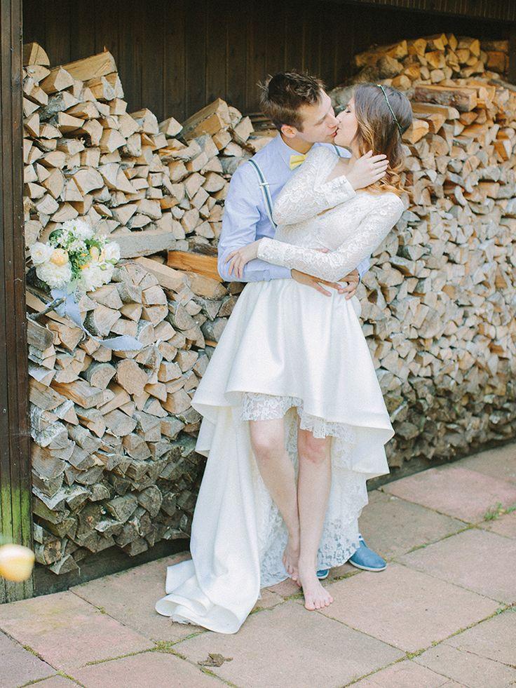Pear inspired wedding theme with blue and yellow colour scheme | Photography : anastasiyabelik.com | Full #wedding inspiration on fabmood.com