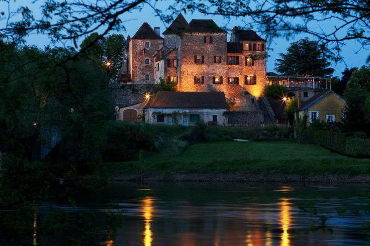 Hotel Restaurant La Terrasse   Meyronne, France +33 565322160, contact@hotel-la-terrasse.com