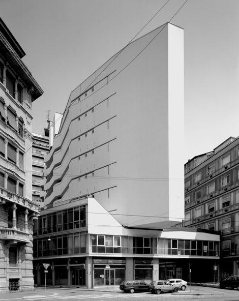 Luigi Moretti, Grattacielo Italia a Milano, foto Gabriele Basilico, 2010