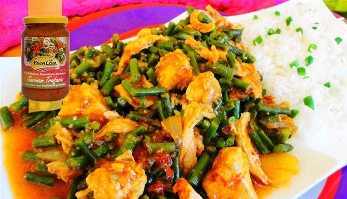 Surinaams eten – Kousenband Murgie (kousenband met kip op saus)