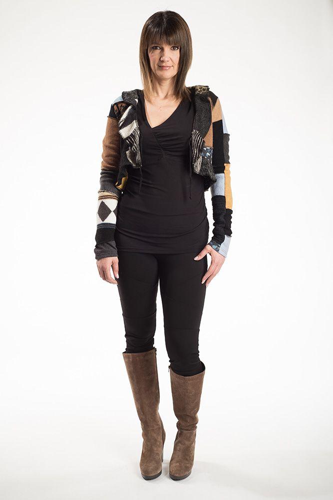 La veste Prusse est le par-dessus parfait pour la saison hivernale. Avec son col frison, vous aurez un look très féminin et tendance. Vous pouvez la porter avec le cordon attaché ou non attaché. Chaque pièce est unique.