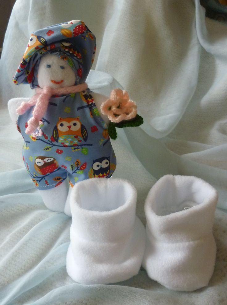 polár cipő és baba