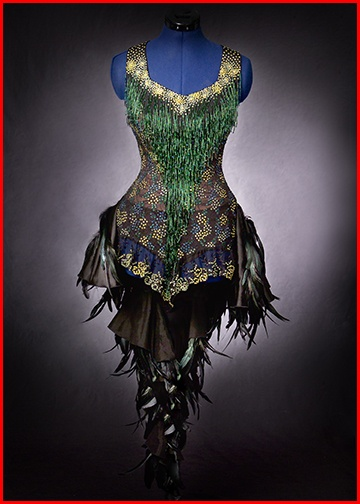 peacock Corset ^eo -> Now, why can't we have some place we can wear things like this to these days? Do men have any idea how much woman love to get REALLY dressed up and go out  , showing off to the world?