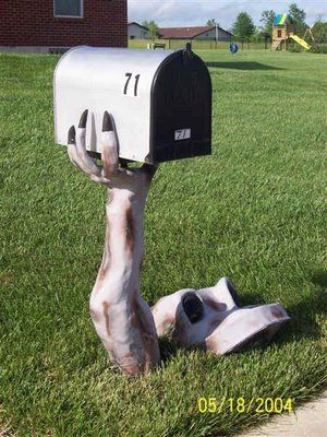 This is great!Landscapes Ideas, Hands, Interiors Design, Unique Mailbox, Funny Mailbox, Creative Mailbox, Halloween Mailbox, Mail Boxes, Letters Boxes