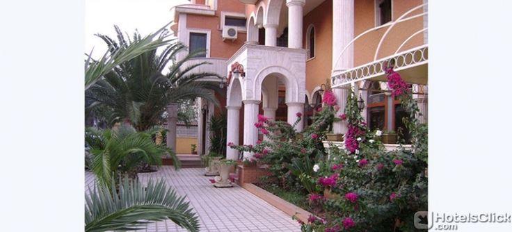 Tutte le camere dell'Hotel Ferrari vantano di TV satellitare, minibar e bagno privato con set di cortesia. #Tirana