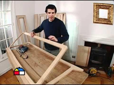 Una vitrina es un mueble de madera y vidrio que sirve para guardar menaje o…