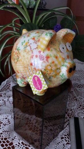 Alcancia amarilla..técnica patchwork-porcelana...contacto mariagujastienda@gmail.com