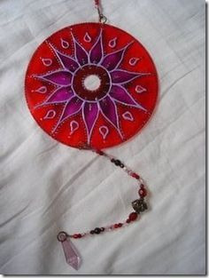 "Creating mandalas and recycling CDs, step by step - Mandala Morocco by Mary Taveiros @ viladoartesao.com.br - with instructions.   Page is in Portuguese so I did a right-click and selected ""translate this page"""