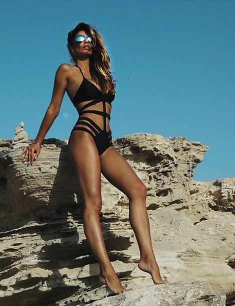 Wheretoget - Black one-piece cut-out swimsuit paired with sunglasses
