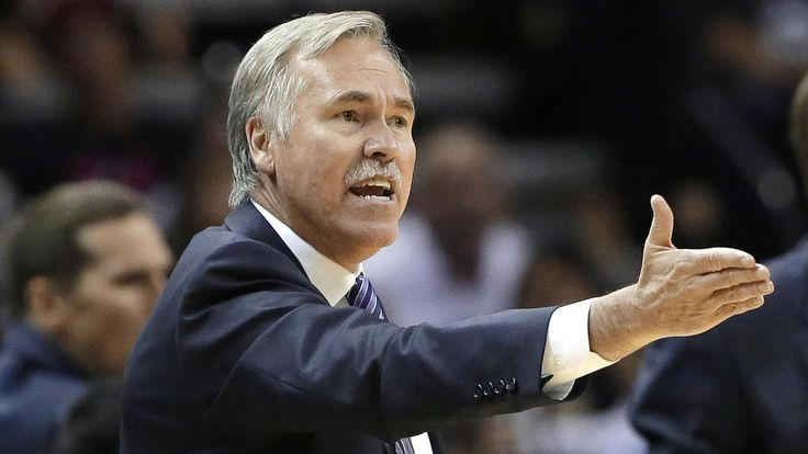 LAKER'S COACH, MIKE D'ANTONI RESIGNS