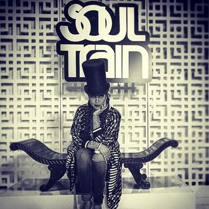 """Erykah Badu has been tapped to host the 2015 Soul Train Awards. Kenneth """"Babyface"""" Edmonds and Jill Scott to be honored. Get the scoop."""