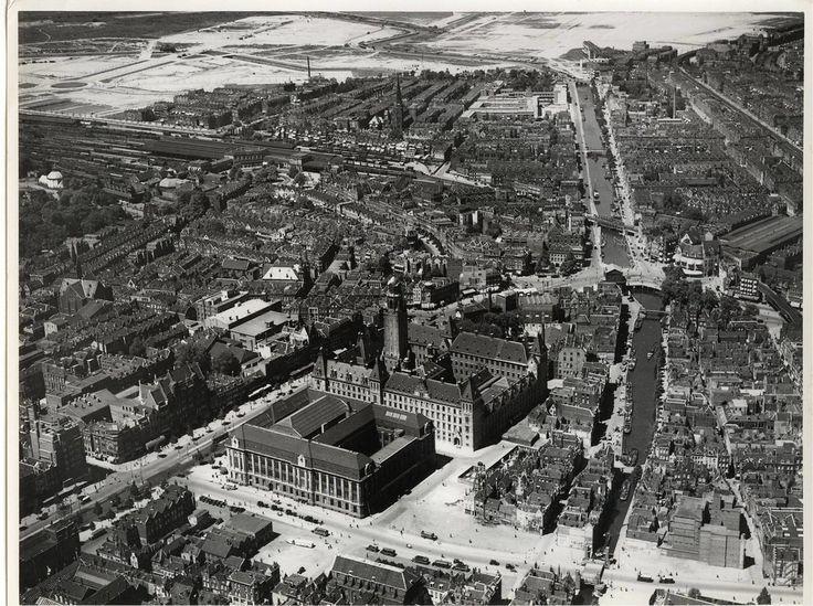 Luchtopname 1937. Stadhuis, postkantoor, Coolsingel en de Meent