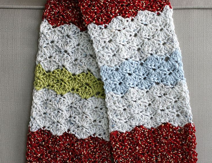 How to shell stitch crochet a  scarf.