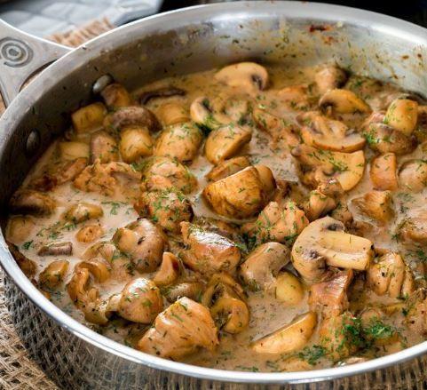 Κοτόπουλο+με+μανιτάρια+σε+κρεμώδη+σάλτσα+άνηθου+(Video)