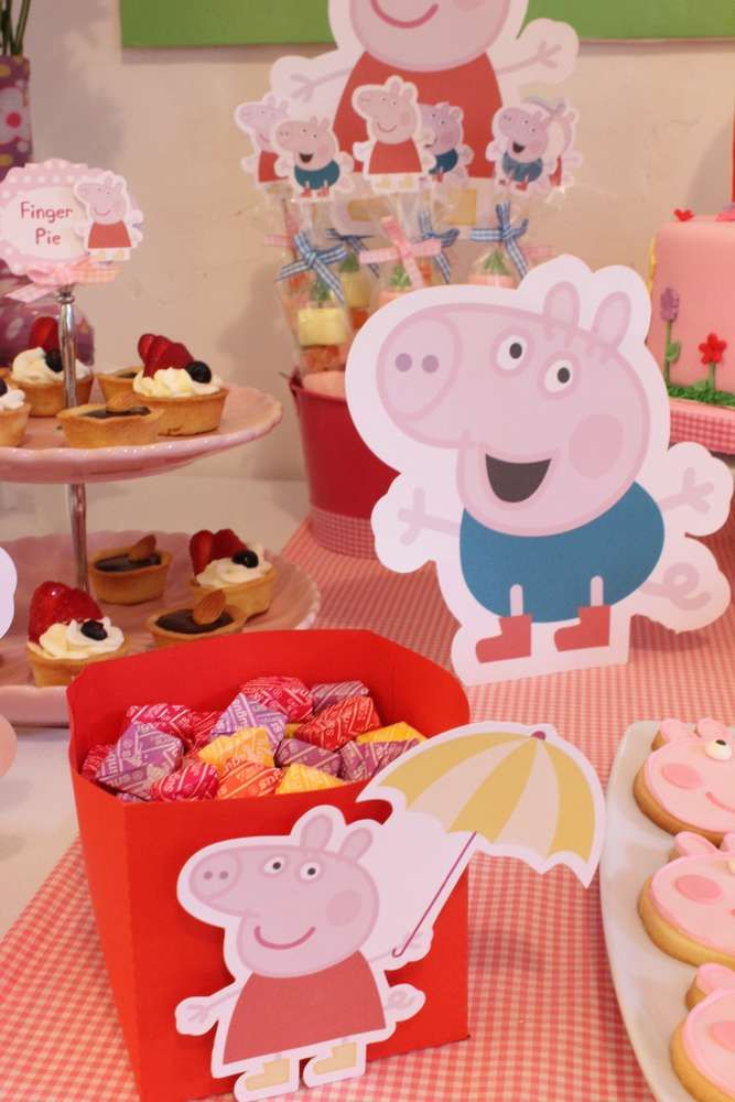 Peppa Pig Birthday Party decorations! CatchMyParty.com
