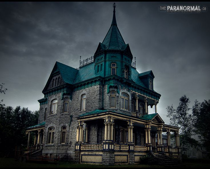 Quebec 39 s addams family house haunted victorian houses for Pinterest haunted house
