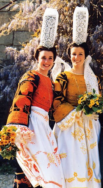 The Glazik costume of Quimper - Finistère dept. - Brittany region, France