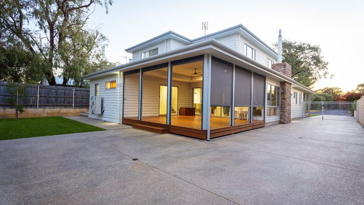 Country Style Home, Architecture, exposed aggregate driveway, James Hardie Scyon Linea