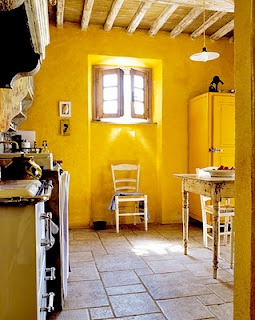 yellowWall Colors, Cottages Kitchens, Kitchens Colors, Dreams Kitchens, Yellow Wall, Country House, Interiors Design, Design Kitchens, Yellow Kitchens