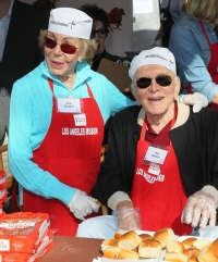 Anne Buydens Douglas, Kirk Douglas, at the Los Angeles Mission's Thanksgiving for skid row homeless at the Los Angeles Mission. Los Angeles, Calif, 2012