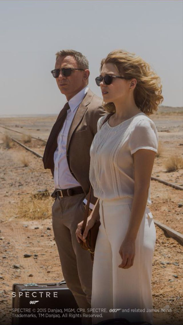 Love Lea Seydoux's wardrobe from Spectre. In particular the classic white block scheme.