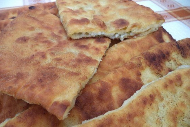 Retete Culinare - Placinte cu branza la tigaie