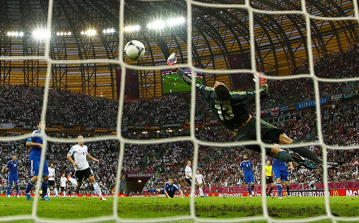 Lahm scores vs. Greece's goalkeeper